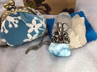 JS Jewelry手做金工的夢幻飾品,療癒石拉利瑪(Larimar) @吳大妮