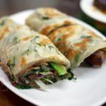 網站熱門文章:張家麵館,超多名人也愛吃~推薦必點牛肉捲餅、各式小菜、缽缽雞麵和炒餅@台中