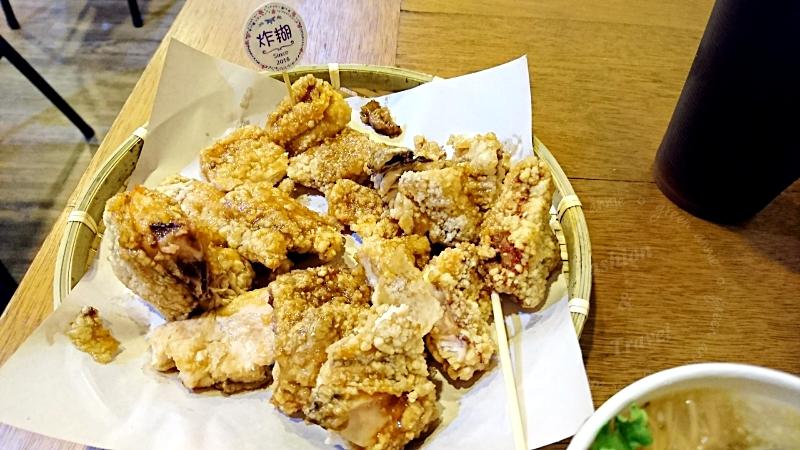 來自中和的炸糊手工麵線在三重碧華街開分店<線炸>,可以吃到好吃的炸雞排和麵線(已歇業)