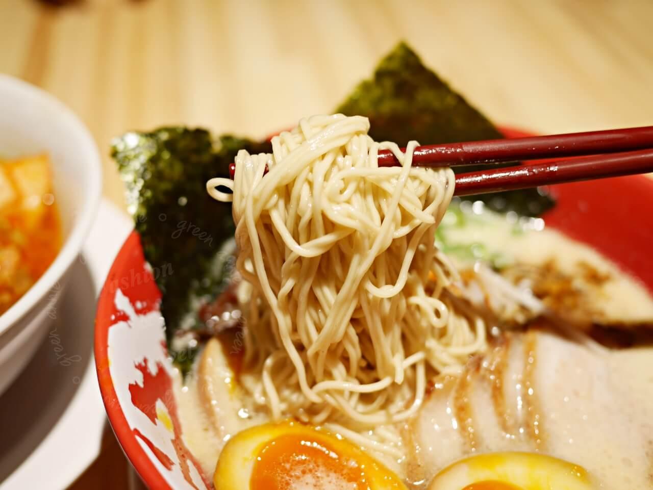 大直美食:誠屋拉麵食記。ATT 4 Recharge(更名為ATT e Life)大直新地標有米其林餐廳、美食餐廳、親子互動空間。