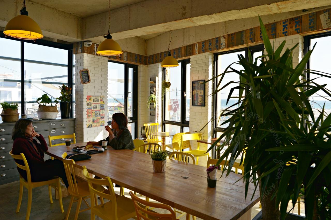 釜山青沙浦燈塔前咖啡廳,推薦CAFE INDUS海景第一排,值得來喝杯咖啡欣賞風景