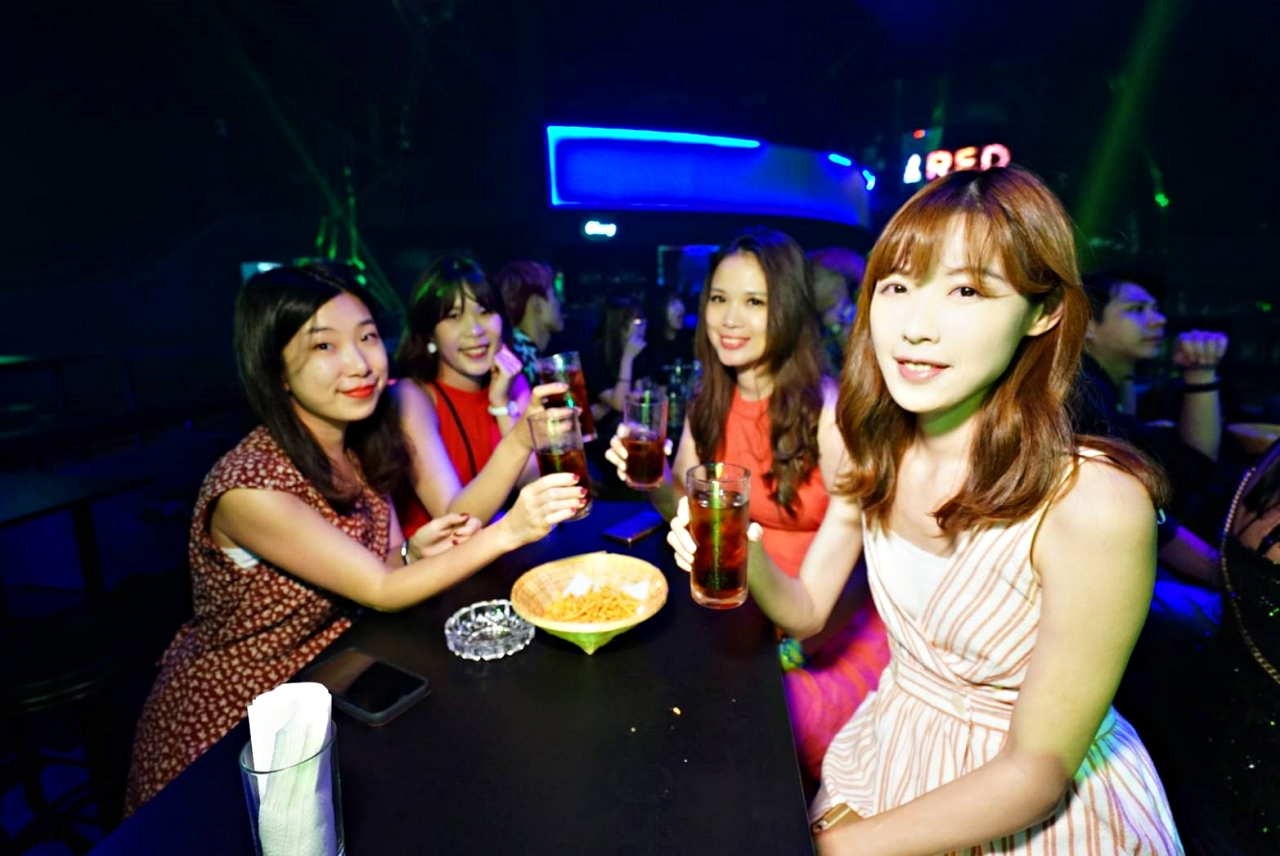 PATTAYA夜店推薦:Spark Pattaya不止有國際DJ,還有很多表演可以欣賞(附影片)