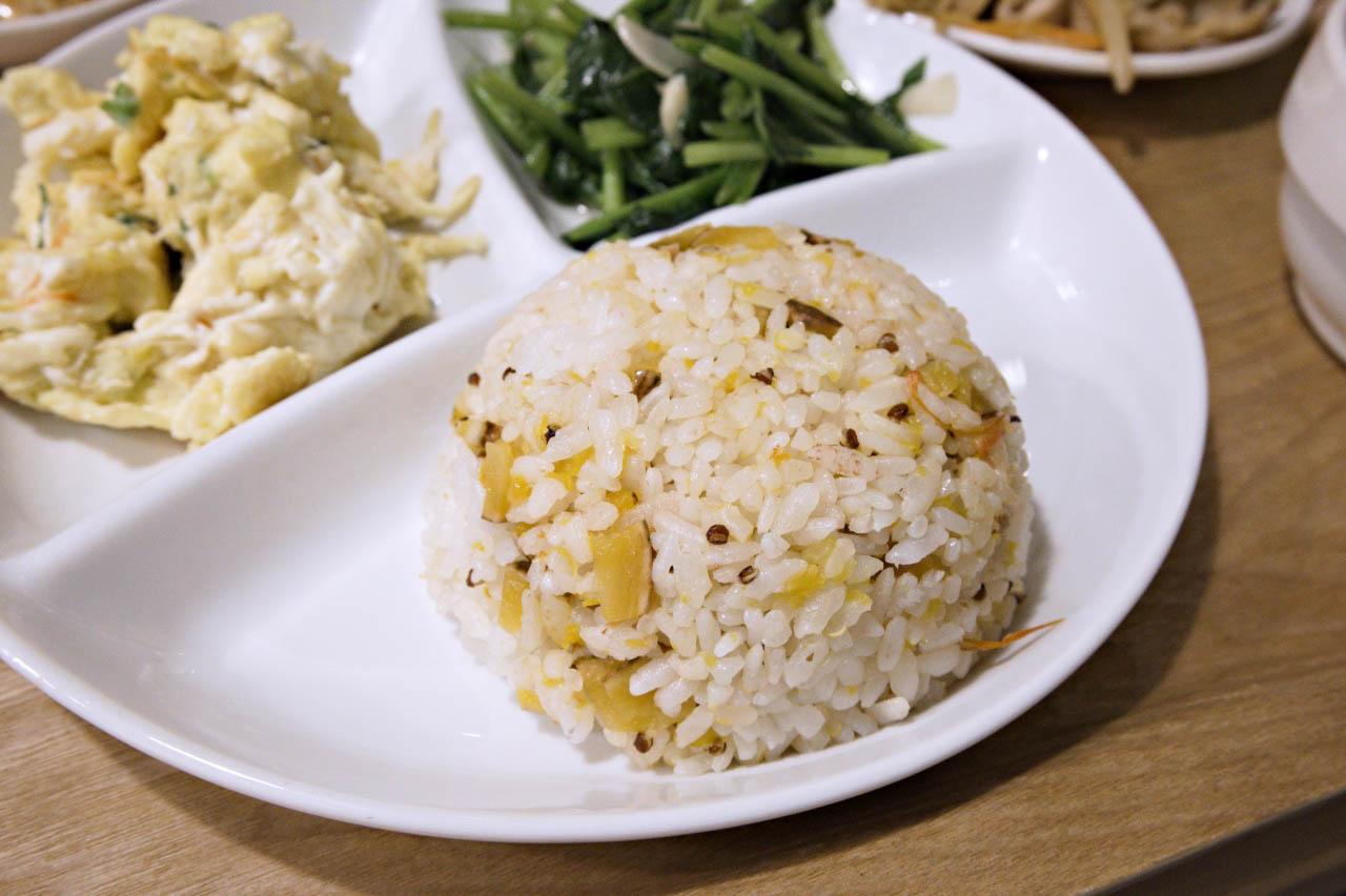 一起小食館現做料理,讓人有回家的感覺-捷運松江南京