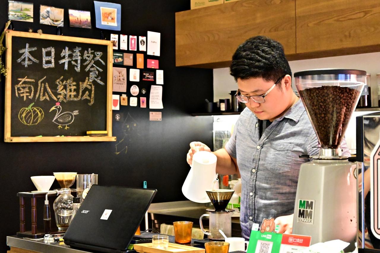 台北咖啡廳:鬧鄰居咖啡,手沖咖啡很好喝,法式麵包搭配茶系列抹醬超特別-捷運古亭站