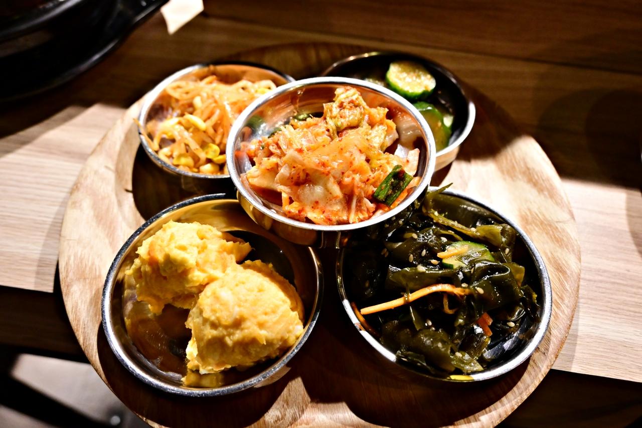 東區美食:燒酒烤烤豬,韓式烤肉全程桌邊代烤,餐點好吃還有6樣小菜無限續(附菜單、店內影片)-捷運忠孝復興