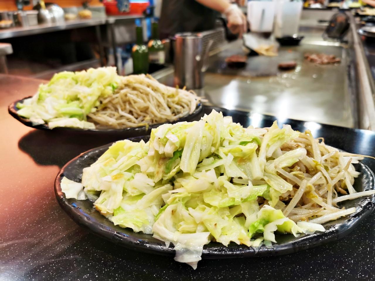 士林美食:泰鐵板料理,宵夜時段吃的到泰式鐵板燒青菜還能吃到飽