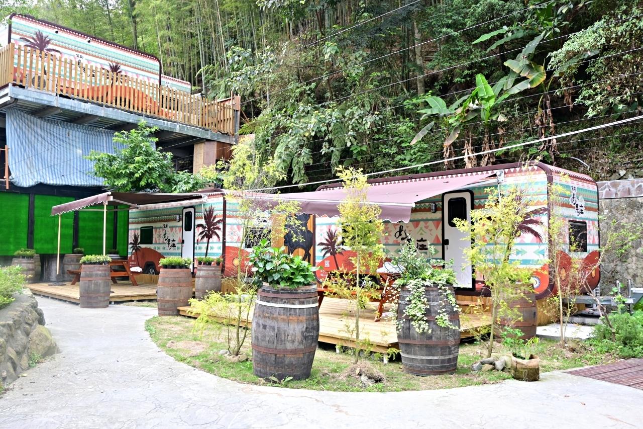 南投鹿谷露營推薦:溪部好呆庄園區內有露營區和露營車,環境乾淨漂亮適合親子旅遊、團體活動