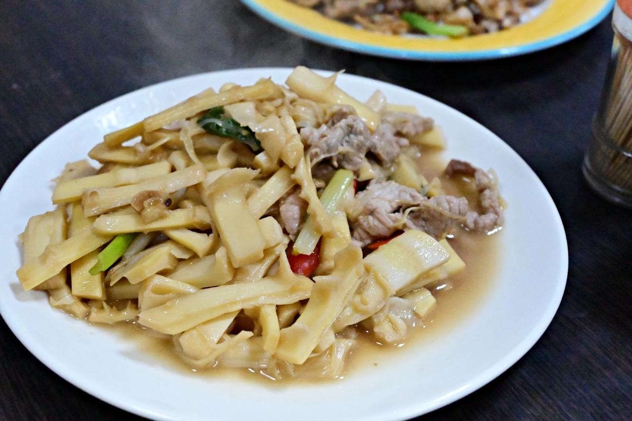 貢寮美食:瑛的快炒小吃店,餐點選擇多價格也很合理