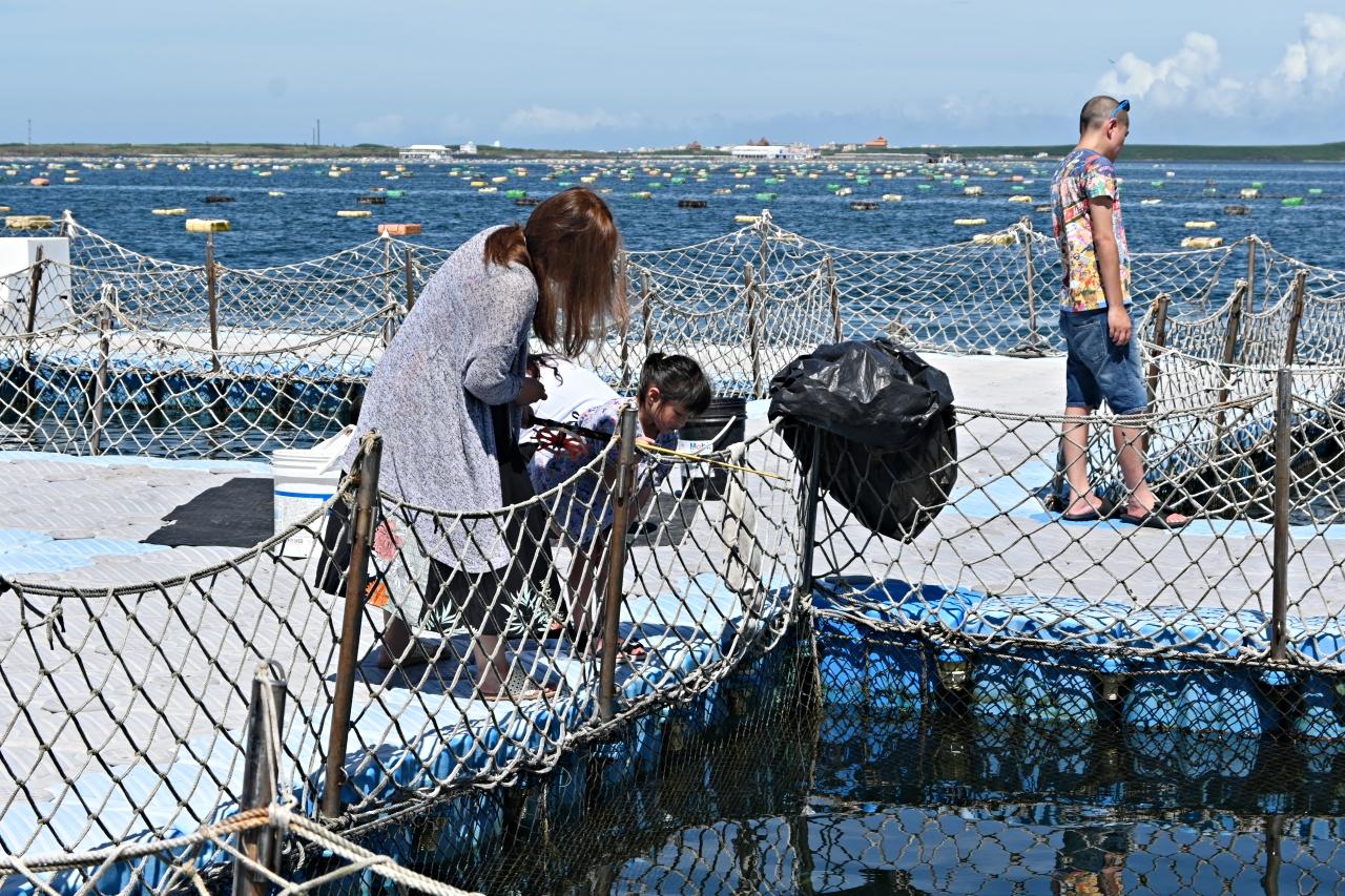 澎湖旅遊:來星光海洋牧場,海鮮粥和炭烤牡蠣吃到飽