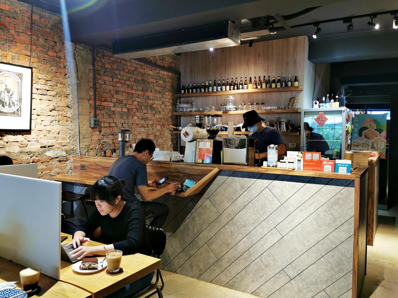 台北咖啡廳:KONZY KAVA咖啡很好喝,店內有WIFI、插座(附菜單)-捷運南京復興站
